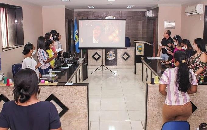 Secretaria de Des. Social apresenta o Programa Criança Feliz no espaço da Câmara