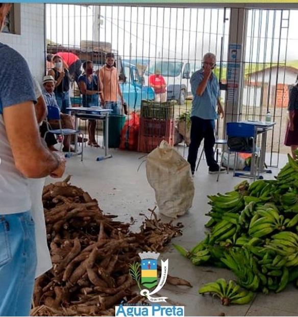 Prefeitura e IPA realizam entrega de alimentos para população