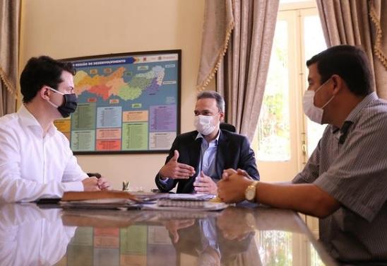 Prefeito Noé e deputado Clodoaldo visitam a Secretaria Estadual da Casa Civil