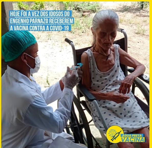 Idosos da zona rural recebem vacina contra COVID-19