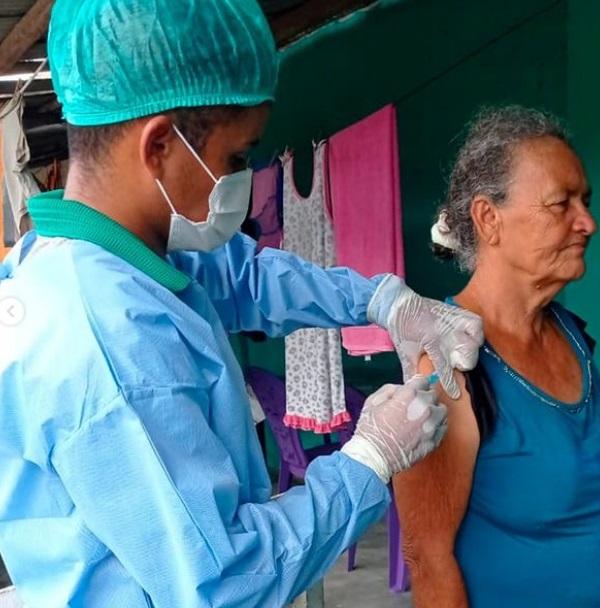 Mais idosos vacinados, mais esperança e dias melhores